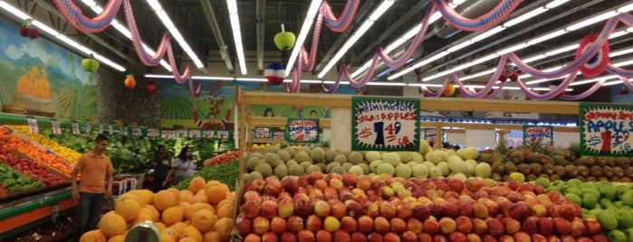 Stanley's Fresh Fruits and Vegetables is one of Lugares favoritos de Chris.