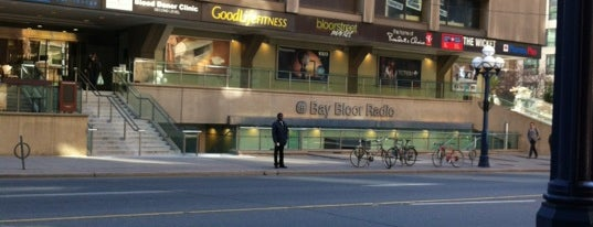 Bay Bloor Radio is one of Lieux sauvegardés par Stuart.