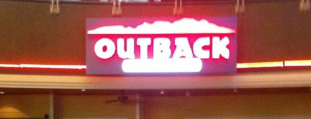 Outback Steakhouse is one of Lieux qui ont plu à Luiza.
