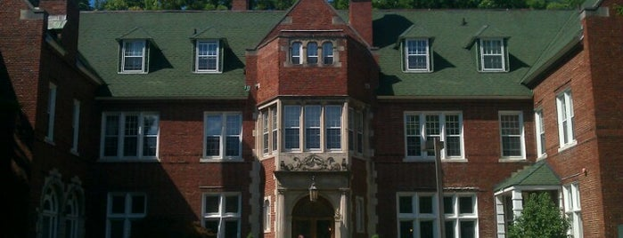 Aquinas College is one of Grand Rapids.