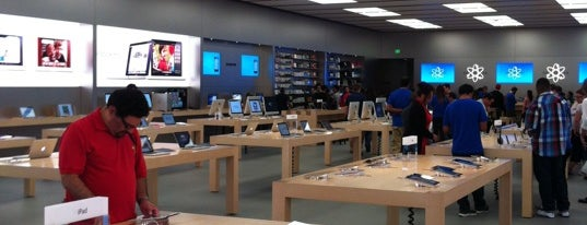 Apple Pasadena is one of Posti che sono piaciuti a Dallin.