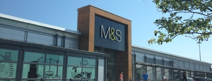 Marks & Spencer is one of Lugares favoritos de Ricardo.