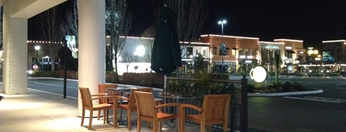 Starbucks is one of Tempat yang Disukai Alberto J S.