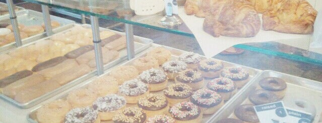Coco Donuts is one of Lieux qui ont plu à Tigg.