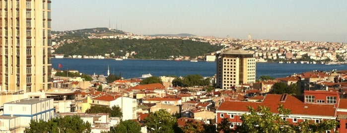 Şişli Öğretmenevi is one of Lugares favoritos de Özge.
