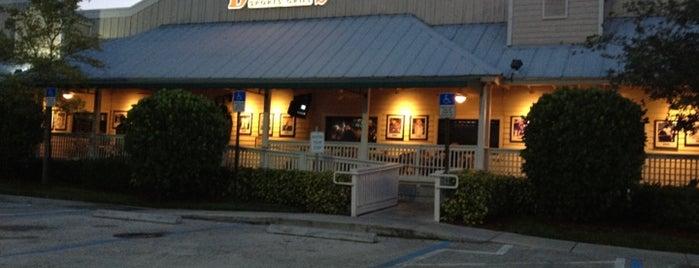 Duffy's Sports Grill is one of Tempat yang Disukai JR umana.