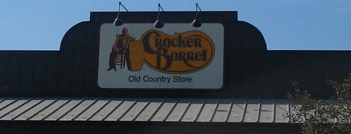 Cracker Barrel Old Country Store is one of Lieux qui ont plu à Latonyatoomuch.