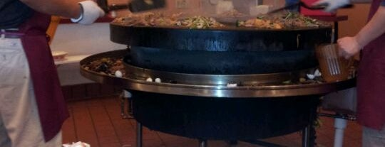 Ton's Mongolian Grill is one of Locais curtidos por Amy.