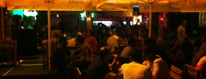 Trio Cafe & Bar is one of izmir.