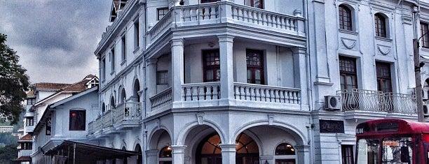 Queen's Hotel is one of Lugares favoritos de Anton.