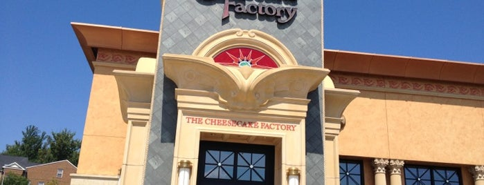 The Cheesecake Factory is one of Locais curtidos por Leonda.