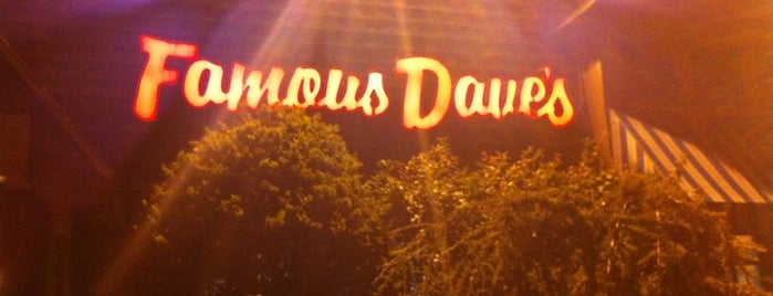 Famous Dave's is one of Lieux sauvegardés par Lizzie.
