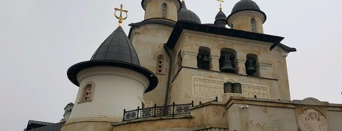 Архангело-Михайлівський Звіринецький монастир is one of สถานที่ที่ Lul9 ถูกใจ.
