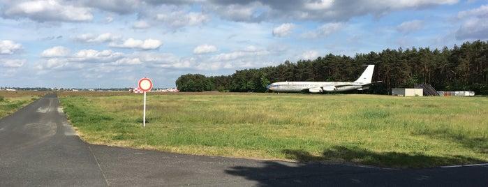 Runway 08L/26R is one of Vinicius'un Beğendiği Mekanlar.