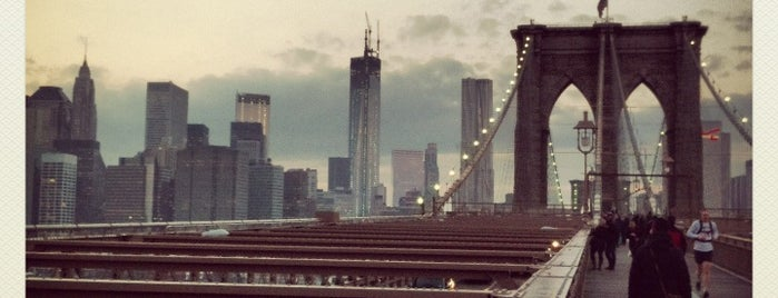 Pont de Brooklyn is one of NYC.