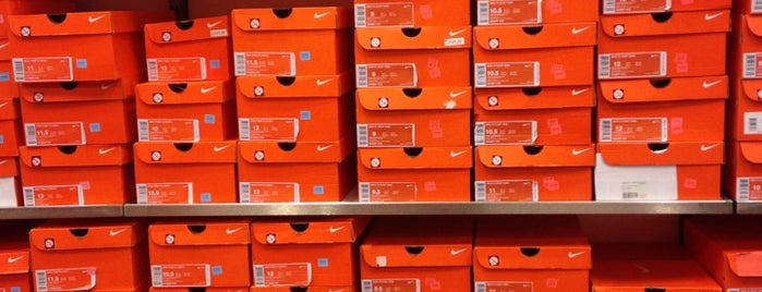 Nike Factory Store is one of Locais curtidos por Devonta.