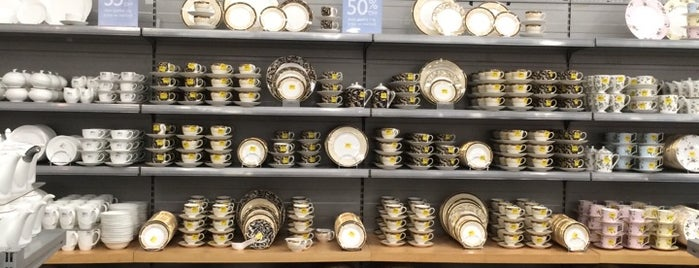 Wedgwood & Royal Doulton Factory Outlet is one of Posti che sono piaciuti a Carl.