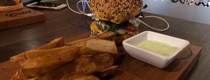 051 Burger is one of Tainaraさんの保存済みスポット.