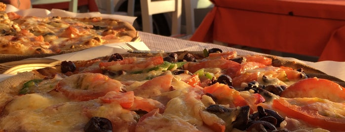 Pizza di Piazza is one of Lugares favoritos de Merve.