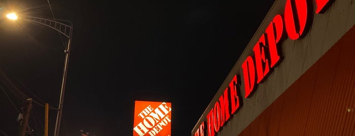 The Home Depot is one of Lieux qui ont plu à Ma. Elena.