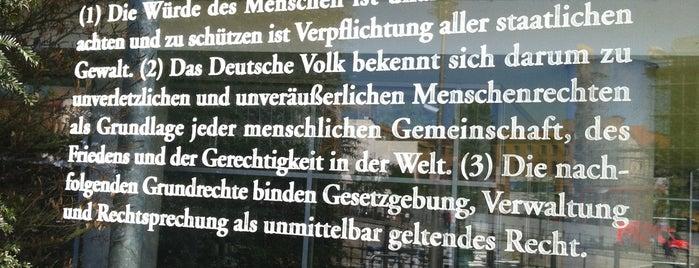 Grundgesetz is one of Berlín.