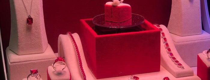 Gift & Souvenir is one of Lugares favoritos de Ali Murat.