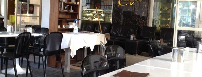 Caffè Venezia is one of สถานที่ที่ Cri ถูกใจ.