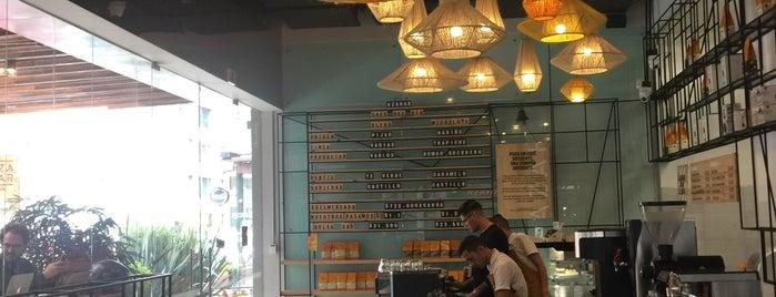 Azahar Café is one of สถานที่ที่ POORdesigner.com ถูกใจ.
