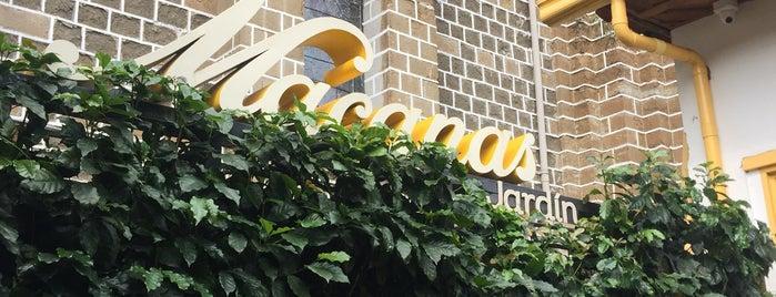 Café Macanas is one of สถานที่ที่ POORdesigner.com ถูกใจ.