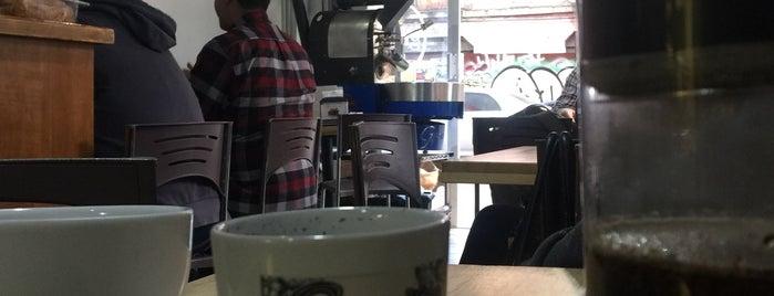 Gradios Deli Cafe is one of สถานที่ที่ POORdesigner.com ถูกใจ.