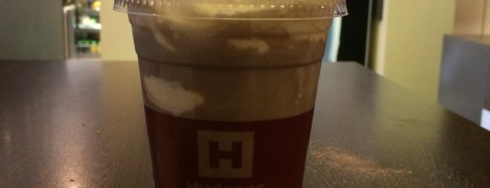 Hudsons Coffee is one of Claudioさんのお気に入りスポット.
