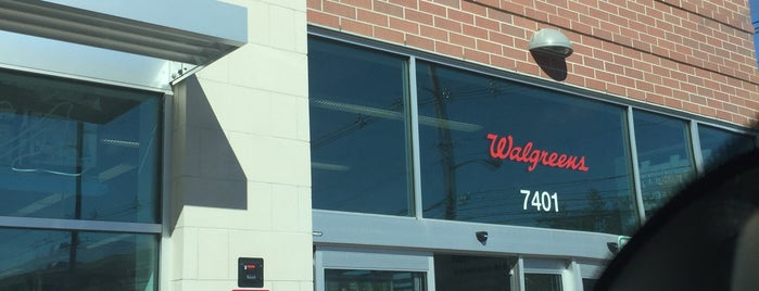 Walgreens is one of Lugares favoritos de Andrew.