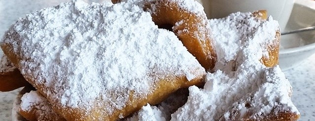 Café du Monde is one of Louisianna Baby!.
