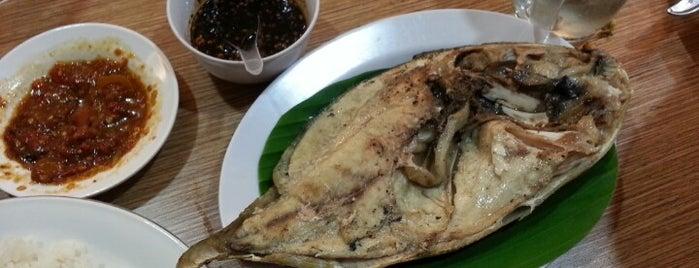 Rumah Makan & Seafood New Losari is one of UJUNG PANDANG.