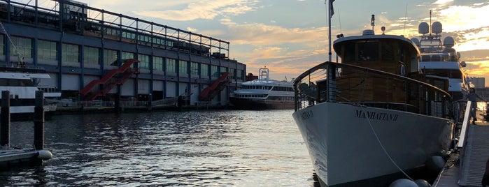 Yacht Manhattan II is one of Lugares favoritos de Erik.