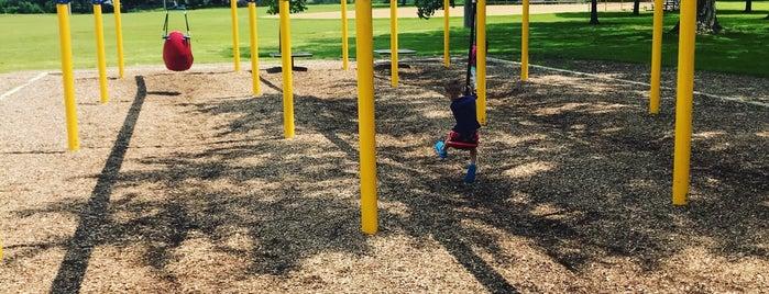 Kimbal Hill Park is one of สถานที่ที่ Bruce ถูกใจ.