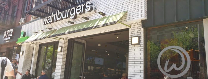Wahlburgers is one of Andrew 님이 좋아한 장소.