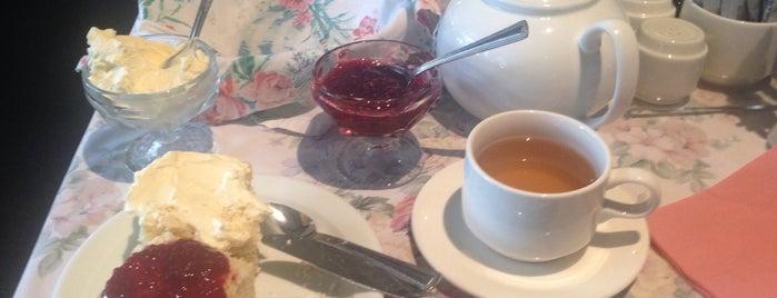 Miss Marple's Tea Room is one of Shaunさんのお気に入りスポット.