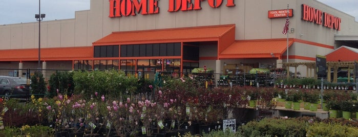 The Home Depot is one of Lieux qui ont plu à Brandon.