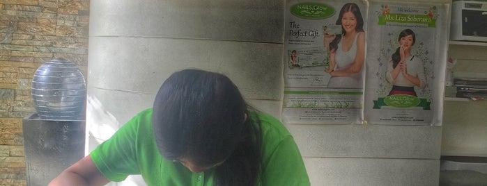 Nails Glow is one of Gespeicherte Orte von Cristina.