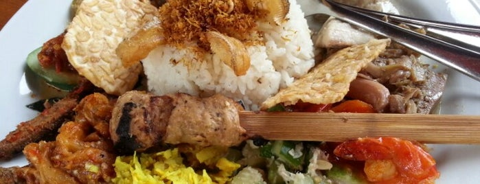 Made's Warung is one of Must-visit Food in Bali.