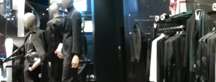 HUGO BOSS Men Store is one of Europa.