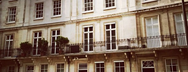 Belgrave Square is one of London-2.