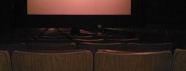 Kickingbird Cinemas is one of Lieux qui ont plu à Suzanne E.