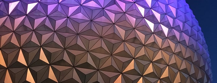 Epcot is one of Lugares favoritos de Mark.
