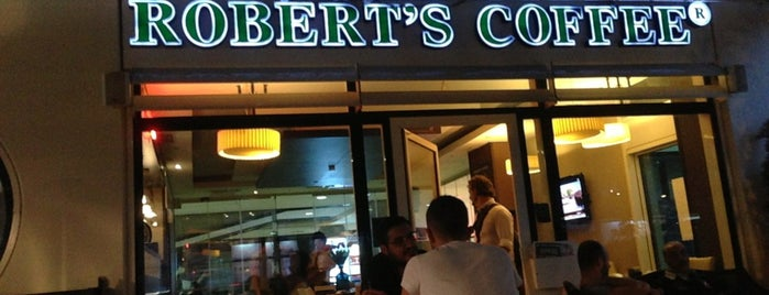 Robert's Coffee is one of Tempat yang Disukai Halil.