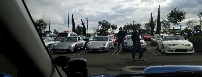 Porsche Experience Center Los Angeles is one of Lieux qui ont plu à Dan.
