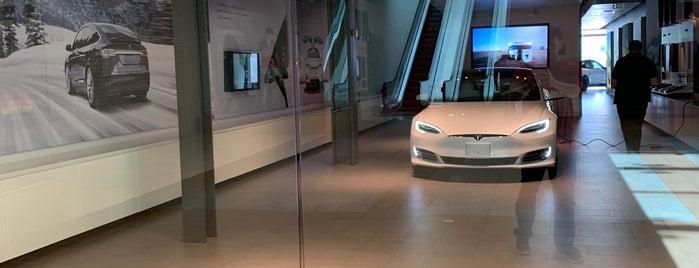 Tesla is one of Orte, die Ethan gefallen.