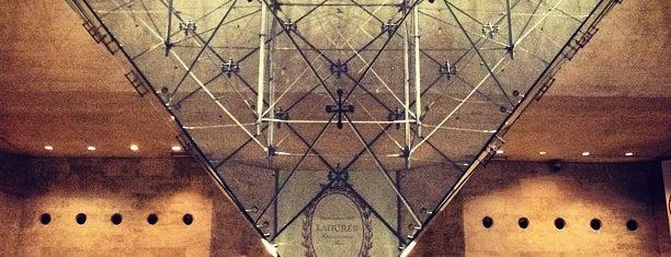 Carrousel du Louvre is one of Paris Places To Visit.