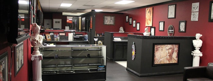 Lowrider Tattoo Studios is one of สถานที่ที่ Kim ถูกใจ.